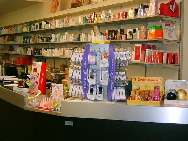 Come-allestire-negozi-cosmetica-como